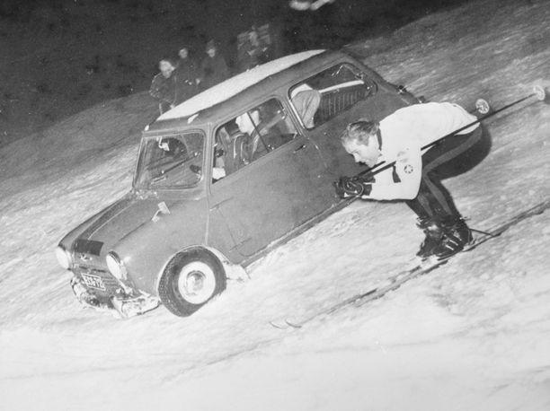 Kalevi Häkkinen kohtasi suksilla Rauno Aaltosen komentaman Minin vuonna 1967.