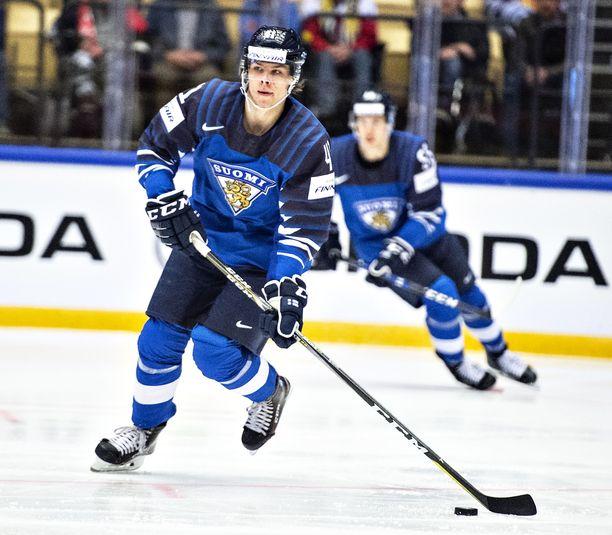 Miro Heiskanen pelasi viime kaudella nuorten MM-kisoissa, olympialaisissa ja MM-kisoissa.