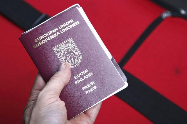 Sisäministeriö valmistelee lakiuudistusta, joka voisi viedä terrorismirikokseen tuomitulta Suomen kansalaisuuden. Kansalaisuus mitätöitäisiin vain, jos henkilö on Suomen kaksoiskansalainen.