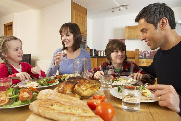 Ruokapöydässä on mukava jutella, kun ei koko ajan vilkuilla älypuhelimia tai tabletteja.