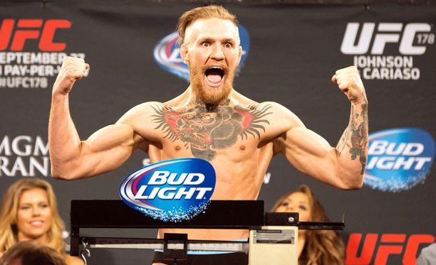 Conor McGregor otteli UFC:ssä vuosina 2013-16. Kymmenessä ottelussa hän onnistui nousemaan kahden eri painoluokan mestariksi.