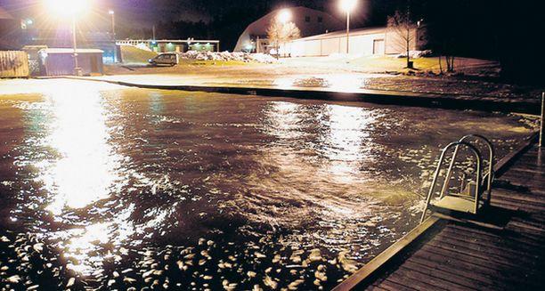 VIIMEINEN UINTI. Nainen menehtyi eilen suositulla Pitkäjärven uimarannalla pelastusyrityksistä huolimatta.