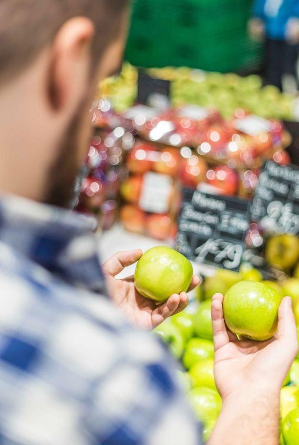 Markkinointi kohdentuu terveellisten ruokien sijaan usein epäterveellisiin tuotteisiin, jotka asetellaan kaupoissa kuluttajia koukuttavalla tavalla.