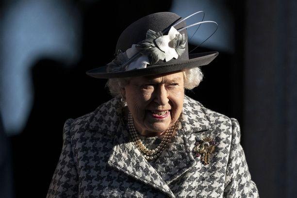 Kuningatar Elisabet II asuu sekä Buckinghamin palatsissa että Windsorin linnassa.