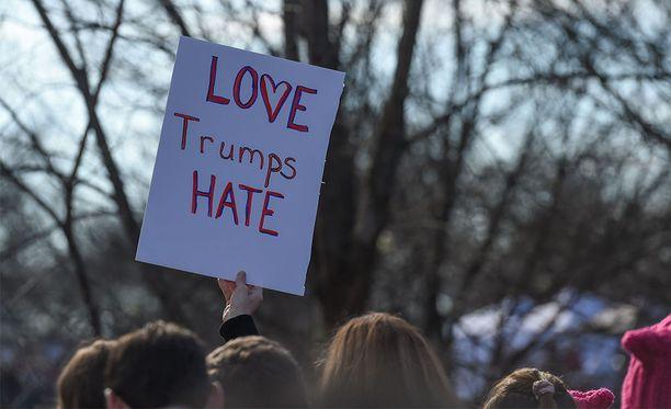 Naisten marssi Washington DC:ssä tammikuussa.