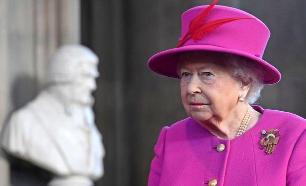 Kuningatar Elisabet on tottunut siihen, että hänen ympärillään noudatetaan tiettyjä sääntöjä.