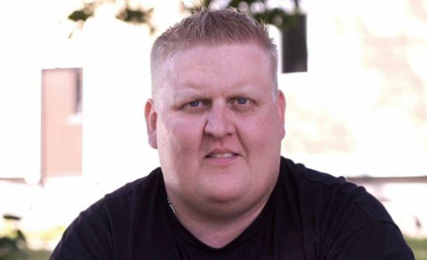 Mikko tuli tunnetuksi Maajussille morsian -sarjasta.