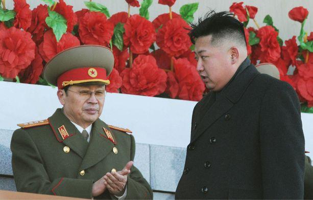 Kim Jong-unin (oik.) tädin kanssa naimisissa ollut Jang Sung-taek teloitettiin joulukuussa 2013. Kuva on edellisvuodelta.