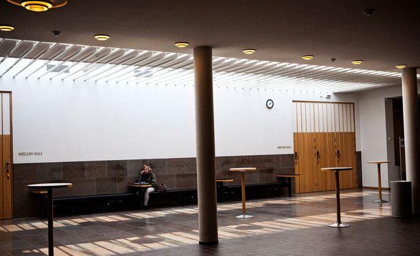 Suuri osa Otaniemen asukkaista opiskelee Aalto-yliopistossa.