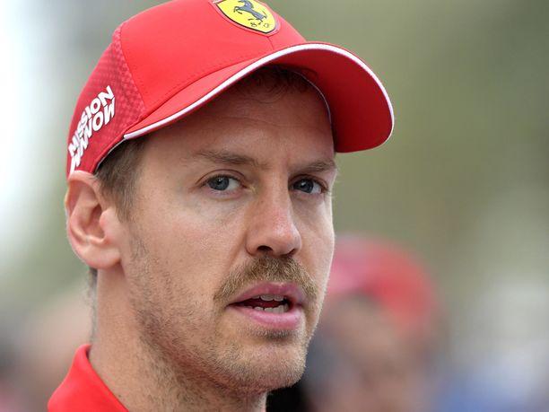 Sebastian Vettel on neljän Ferrari-vuotensa aikana oppinut, että Italian media osaa olla ilkeä, mikäli tulokset eivät ole odotusten kaltaisia. Viimeisin osoitus tästä saatiin Bahrainin GP:n jälkeen.