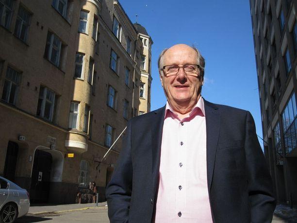 Toivakassa eläkepäiviään viettävä Urpo Helkovaara vieraili loppuviikolla Helsingissä vastaanottamassa liikuntaneuvoksen arvonimen.
