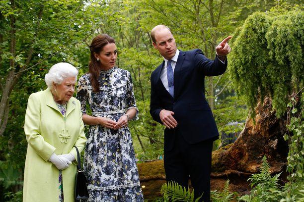 Myös prinssi William on osallistunut puutarhan toteutukseen yhdessä lastensa kanssa. Herttuatar Catherinella ja prinssi Williamilla on kolme yhteistä lasta.