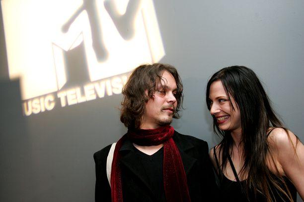 HIM-rokkari Ville Valon ja Jonna Nygrenin suhde päättyi vuonna 2007. Nygren tuli tutuksi Moon TV:n ja MTV:n juontajana.