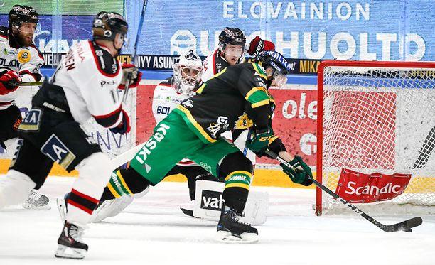 Sami Sandell teki Ilveksen 2-0-maalin toisessa erässä.