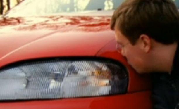 Nathaniel ja hänen rakastettunsa Chase. Nimestä päätellen auto on miespuolinen.