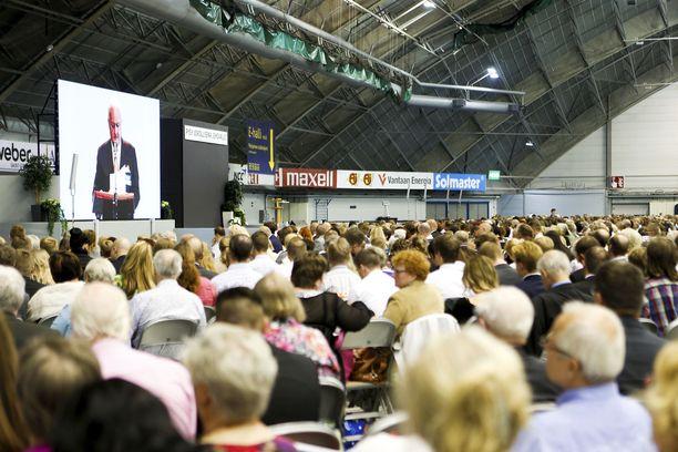Jehovan todistajien vapautus asevelvollisuudesta loppuu, jos hallituksen esitys menee läpi. Kuva Jehovan todistajien konventista Tampereelta parin vuoden takaa.