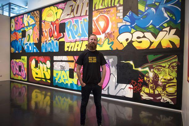 """Jouni """"Psyke"""" Väänänen sanoo, että virtuaalispreijaus tuntuu yllättävän paljon samanlaiselta kun oikea graffitin maalaminen."""