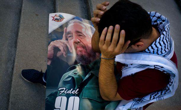Havannan asukkaat surivat lauantaina edesmennyttä Fidel Castroa.
