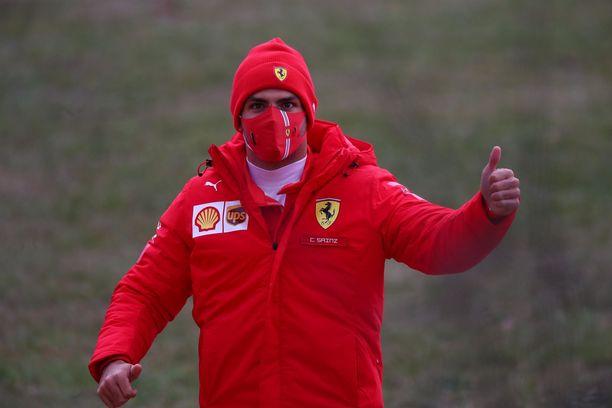 Carlos Sainz hämmentyi nähdessään vihreää uuden Ferrarin kyljessä.