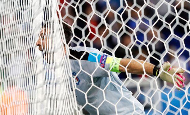 Gigi Buffon otti ilon irti Italian voitosta.