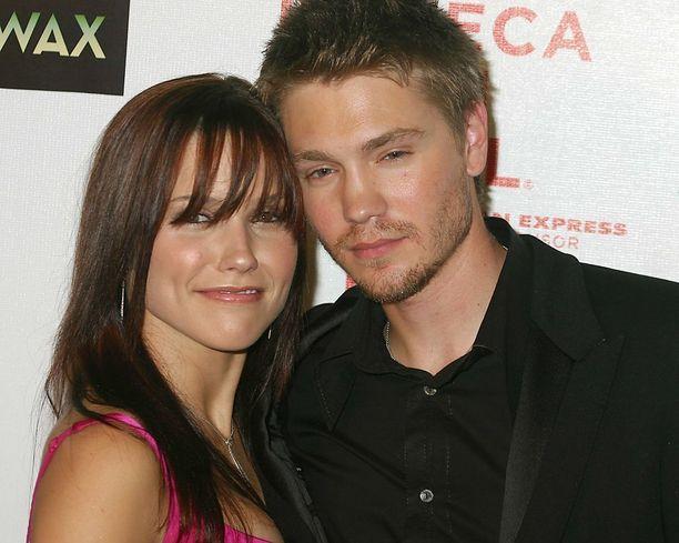 Sophia Bush ja Chad Michael Murray tutustuivat ja rakastuivat Tunteet pelissä -kuvauksissa.