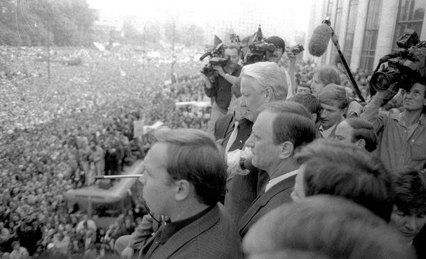 Suomi sai syksyllä 1990 tiedon, että jopa kuusi miljoonaa neuvostoliittolaista olisi halukas muuttamaan pohjoismaihin.