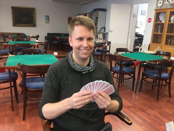 Vesa Fagerlund ei ole itse bridgen ammattilainen, mutta pelaa korttipöydissä ammattilaisia vastaan. Bridgeammattilainen ei ole Microsoftin perustaja Bill Gateskaan, mutta hänetkin Fagerlund on kohdannut pelipöydissä kahdesti ammattilaisturnauksissa - ja voittanut.