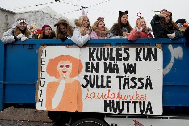 Ymmi Hinaaja oli suosittu hahmo abilakanoissa Helsingissä.