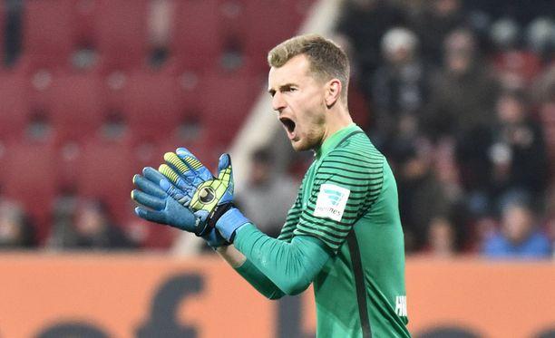Frankfurt-vahti Lukas Hradecky komentaa joukkuettaan.