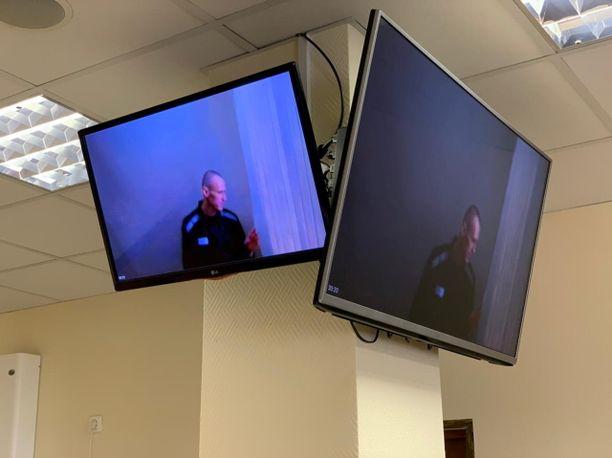 Laihtunut Aleksei Navalnyi nähtiin oikeudessa rakeisessa videokuvassa.