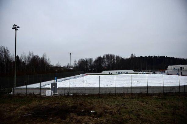 Vantaan Korsossa on treenattu uudella venäläisrahoitteisella tekonurmella jo kesästä lähtien. Ylipainehallia kasataan parhaillaan, ja sen on määrä olla pystyssä jo tällä viikolla.