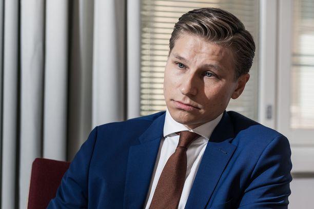 """""""Jatkossa valtion piikki on auki"""", Antti Häkkänen arvioi sote-uudistuksen vaikutusta. STM on tästä eri mieltä."""