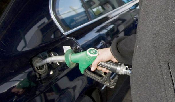 Öljyn hinnan lasku ei ole juurikaan näkynyt bensan hinnoissa.
