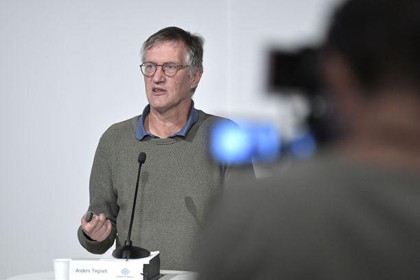 Luottamus pääepidemiologi Anders Tegnelliä kohtaan murenee Ruotsissa.