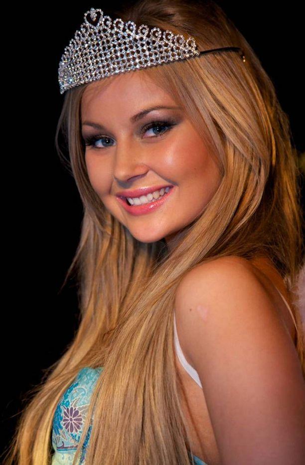 Riikkaa voitti Miss Hong Kong tittelin.