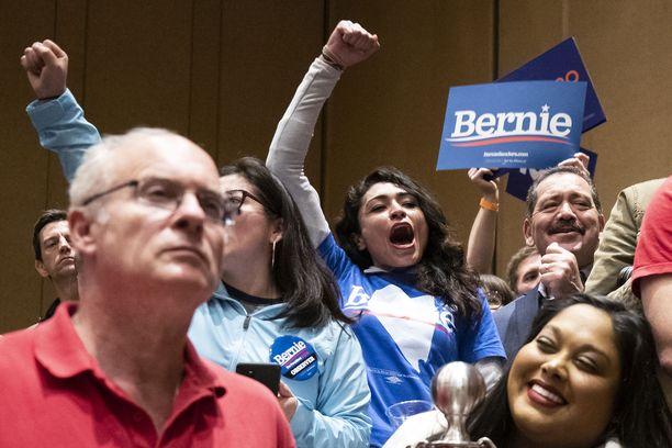 Sandersin kannattajien riemua Las Vegasin vaalikokouksessa kasinohotelli Bellagiossa.
