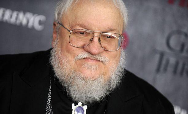 George R.R. Martin alkoi kirjoittaa tulen ja jään laulu -sarjaansa 90-luvulla. Ensimmäinen osa A Game of Thrones ilmestyi vuonna 1996.