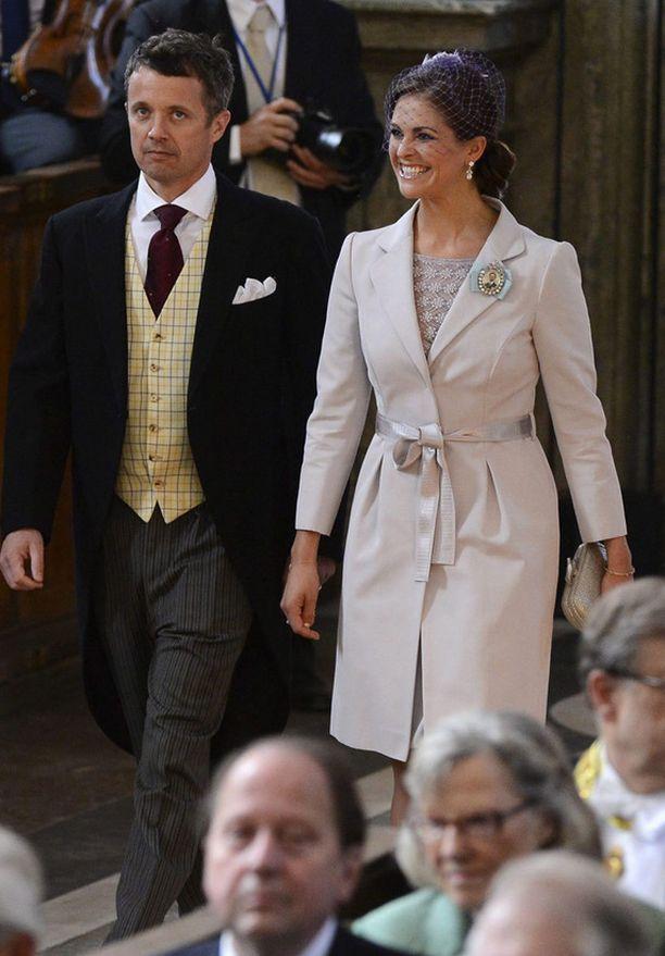 Prinsessa Madeleinen yllä nähtiin puuterinsävyinen takki.