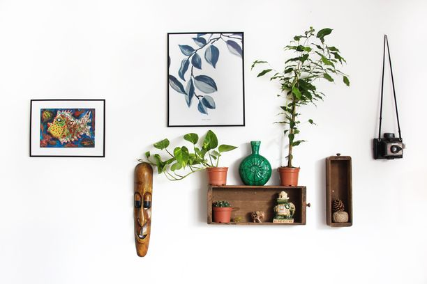 """Marie Kondo kannustaa säästämään esineet, jotka """"tuottavat iloa""""."""