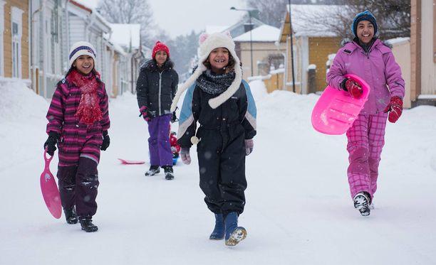 Zahra, Noor, Noha ja Fatima ovat saaneet Suomessa kolme siskoa.