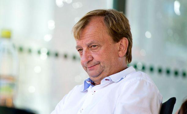 Hjallis Harkimo seurasi Teemu Selänteen juhlia televisiosta.