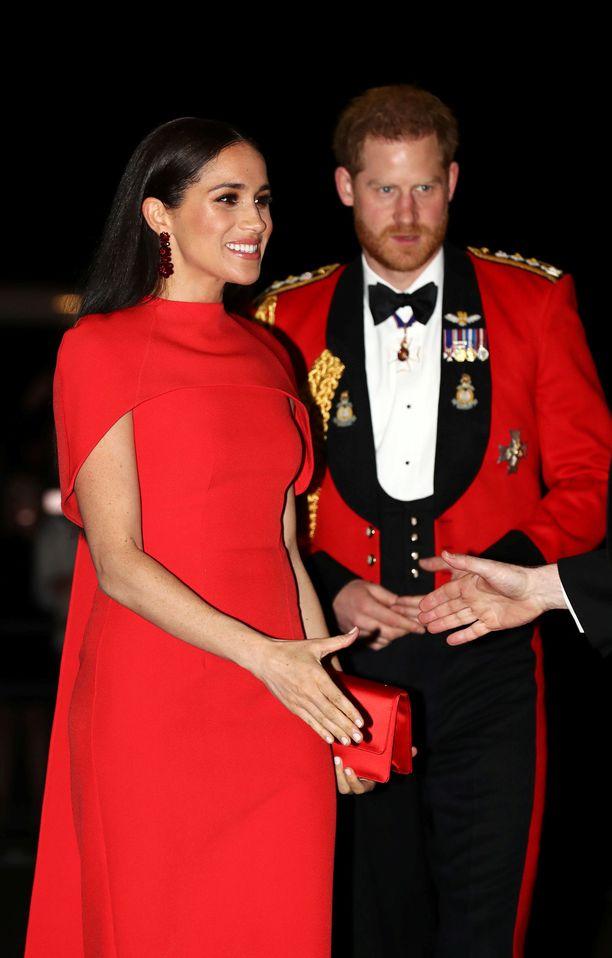 Harry ja Meghan eivät enää käytä kuninkaallisia titteleitään, ja he muuttivat -poikansa kanssa pois Iso-Britanniasta.