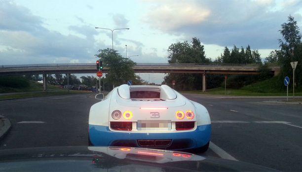 Bugatti Veyron on harvinainen nähtävyys.