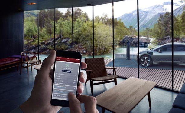 Kännykän kautta voi tarkistaa auton latauksen, mutta sen voi tehdä myös puhumalla virtuaalisen apuri kautta autolle.