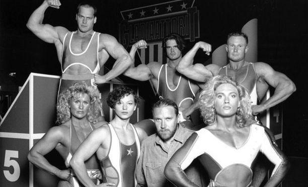 Gladiaattorit olivat lasten silmissä aikansa supersankareita. Ohjaaja Renny Harlinin ympärillä vasemmalta oikealle Salama, Pantteri ja Barbi. Takarivissä Terminaattori, Mohikaani ja Vääpeli.