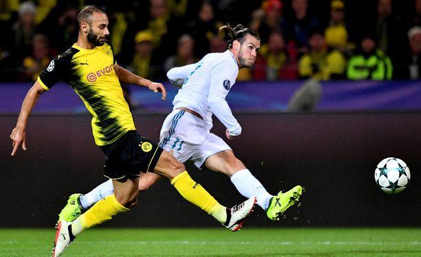 Gareth Bale (vas.) teki Real Madridin avausmaalin Dortmundissa.