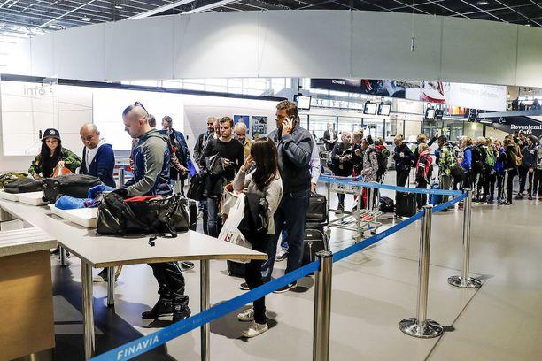 Turvatarkastuksiin kohdistuvat lakot kestävät muutaman tunnin, mutta ne sotkevat pitkiksi ajanjaksoiksi matkustajapalvelut.