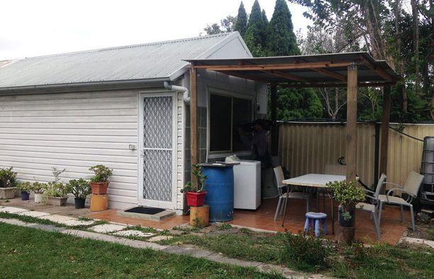 Tästä talosta poliisi otti kiinni iskua suunnitelleet miehet.