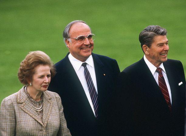 Britannian pääministeri Margaret Thatcher, Saksan liittokansleri Helmut Kohl ja Yhdysvaltojen presidentti Ronal Reagan tapasivat maailman talousfoorumissa vuonna 1985.