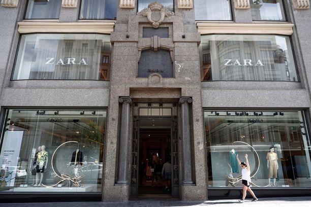 Inditex koki jättimenetykset koronapandemian aikaan ja panostaa jatkossa enemmän online-shoppailuun. Muotijätin brändeistä Zara saattaa selvitä ilman suljettuja myymälöitä.